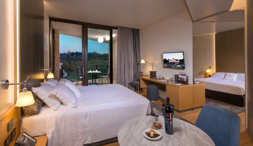 palazzo-varignana-smart-hotel-interactive-tv-interattiva-televisione-gestione-camere-automazione-room-automation-vda-group